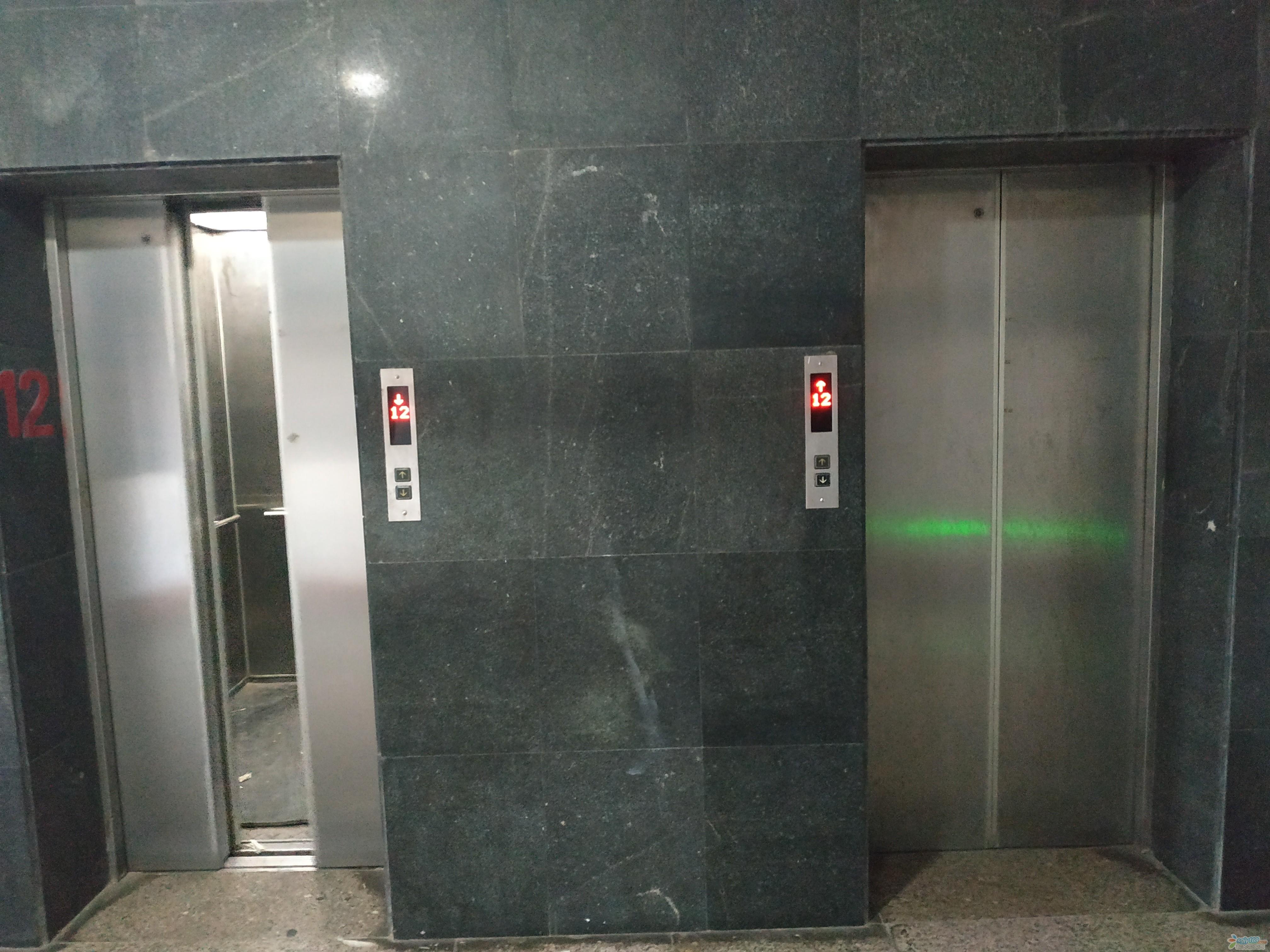 武镇街45号楼 双电梯12楼12/16三房一厅一卫售价53万